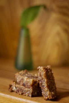 cashew quinoa energy bars