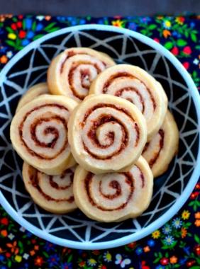 bacon cinnamon roll cookies